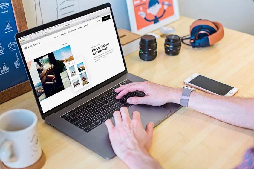 Mockup Laptop Website Workplace